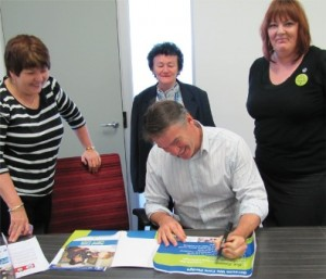MP Rob Oakeshott signing the pledge